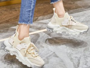 Sneakers κάλτσα με κορδόνια, μπέζ