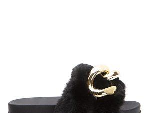 Παντόφλες με γούνα και oversized αλυσίδα