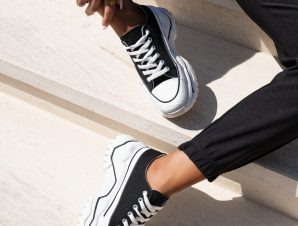 LOW TRACKY BLACK SNEAKERS